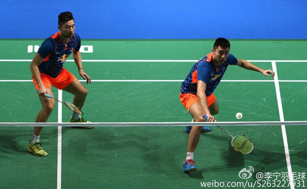 羽毛球反手高远球的动作要领和技巧