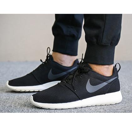 耐克NIKE 跑步鞋 ROSHE ONE 男款轻便跑步鞋 511881-010 黑/煤黑/帆白(轻盈透气,舒适缓震)